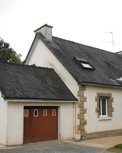 Démoussage murs et toitures maison
